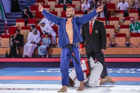 Marcos Tinoco foi um dos campeões na disputa entre os Masters (Foto: Ane Nunes / GentleArtMedia)