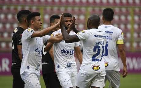 A boa vitória cruzeirense foi conquistada com um time focado e sem dar chances ao adversário- (Foto: YURI CORTEZ / AFP)
