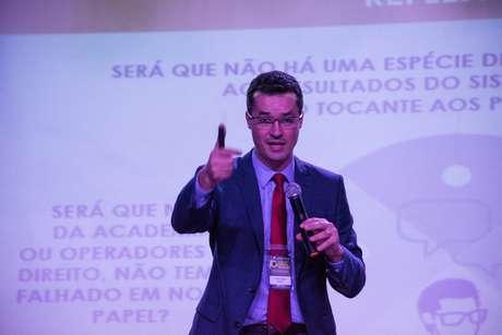 O Procurador da República, Dr. Deltan Dallagnol, deu uma palestra com o tema A sociedade contra a corrupção, no Segundo Seminário Jurídico Interdisciplinar - Brasil contra a impunidade