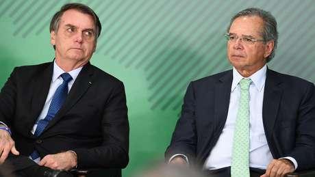 Jair Bolsonaro e seu ministro da Economia, Paulo Guedes; governo teve dificuldades na negociação com parlamentares