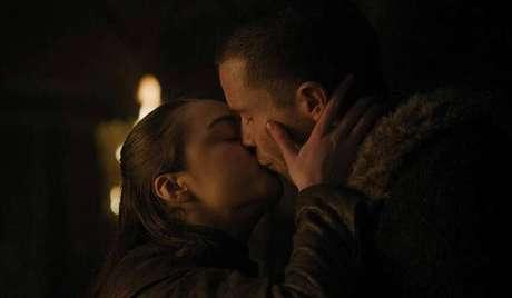 Maisie Williams e Joe Dempsie em cena de 'Game of Thrones'