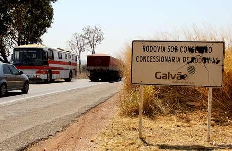 Trecho da BR-153, em Uruçu (GO), que foi concedido à iniciativa privada e devolvido sem obras