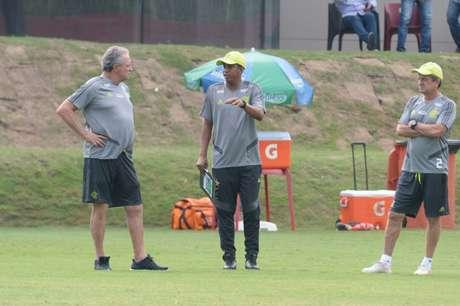 Leomir (à direita) substituíra Abel Braga no jogo contra a LDU (Foto: Alexandre Vidal/Flamengo)