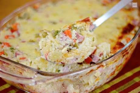 Arroz de forno cremoso gratinado com legumes