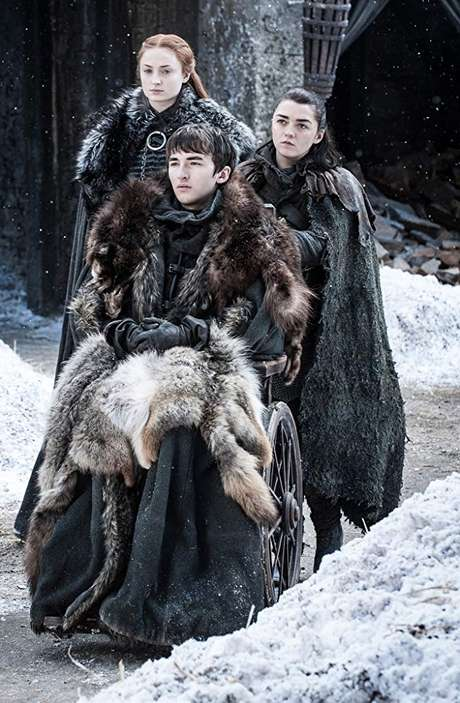 Maisie Williams, Isaac Hempstead Wright e Sophie Turner em 'Game of Thrones' (2011)