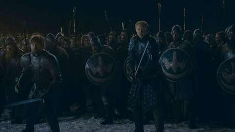 Jaime Lannister (Nikolaj Coster Waldau) e Brienne de Tarth (Gwendoline Christie) em cena do terceiro episódio da última temporada de 'Game of Thrones'