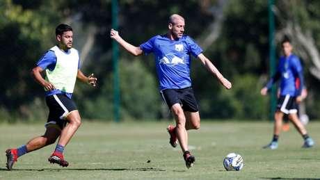 Uillian Correia renovou contrato com o Bragantino para a disputa da Série B (Foto: Divulgação/Bragantino)