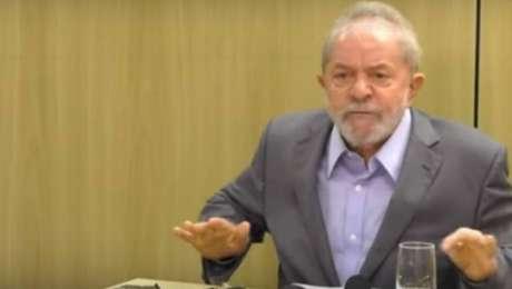 Ex-presidente Lula durante entrevista aos jornais'Folha de S.Paulo'e'El País'na sede da PF em Curitiba