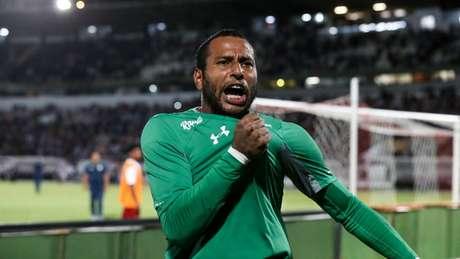 Rodolfo foi o herói da classificação na Copa do Brasil (Foto: LUCAS MERÇON / FLUMINENSE F.C.)