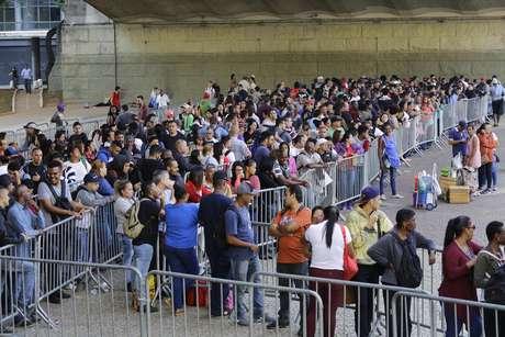 No dia 27 de março deste ano, milhares de pessoas enfrentaram uma fila gigante no Vale do Anhangabaú, no centro da capital paulista, onde aconteceu um Mutirão de Emprego promovido pela Secretaria de Desenvolvimento Econômico e Trabalho da Prefeitura de São Paulo e o Sindicato dos Comerciários (27/03/2019)