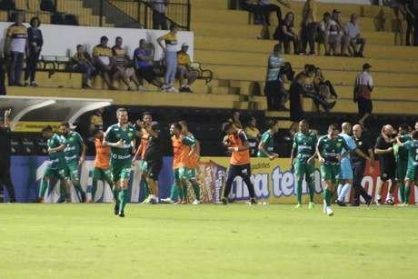 Com gol de Junior Todinho nos acréscimos, o Cuiabá derrotou o Criciúma por 1 a 0 em sua estreia na Série B do Campeonato Brasileiro