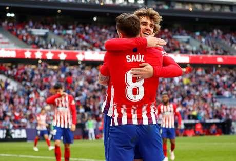 Saul Niguez e Antoine Griezmann celebram gol