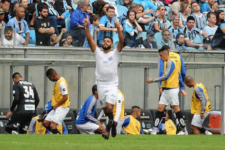 O jogador Felipe Jonatan do Santos durante a partida entre Grêmio e Santos, válida pelo Campeonato Brasileiro 2019, na Arena Grêmio, em Porto Alegre (RS), neste domingo (28)