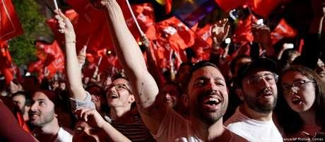 Adeptos do PSOE festejam nas ruas de Madri