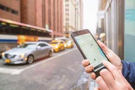 5,5 milhões usam apps de transporte para trabalhar