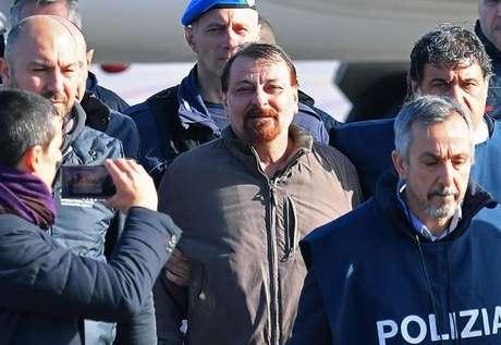 Cesare Battisti desembarca em Roma, na Itália, em 14 de janeiro de 2019