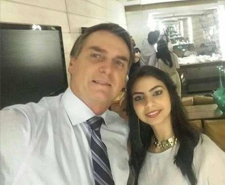 Tamires de Paula ao lado do presidente Jair Bolsonaro