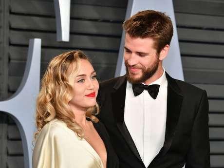 Miley Cyrus e Liam Hemsworth comemoram 10 anos juntos
