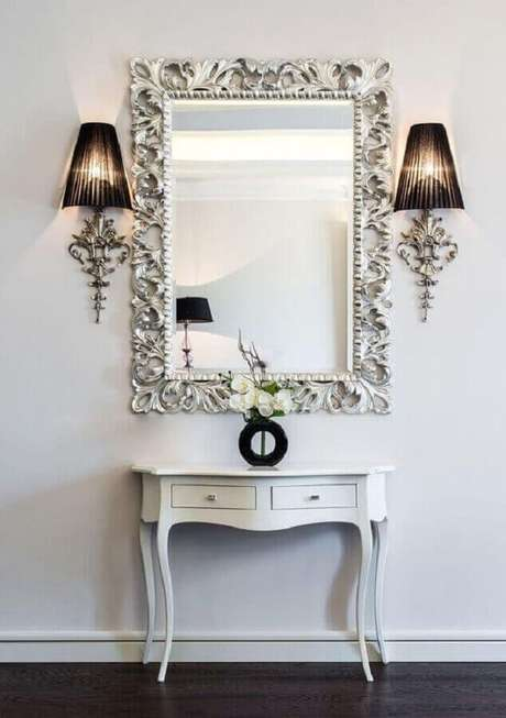 2.O espelho provençal é um ótima opção para quem quer colocar um toque romântico nos ambientes – Foto: 10deco