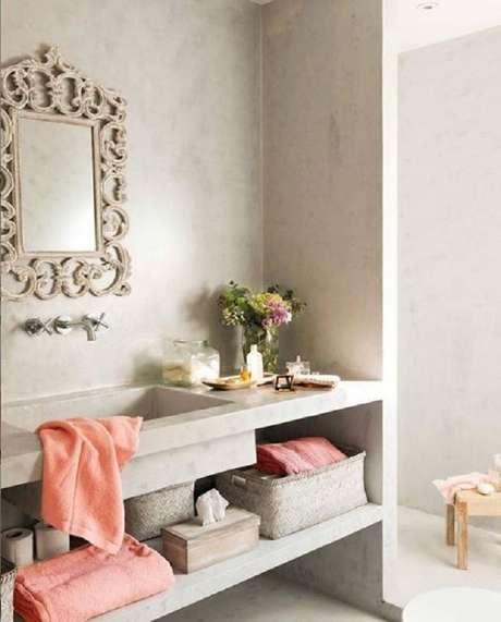 24. O espelho com moldura provençal é perfeito para colocar um toque de classe na decoração dos ambientes – Foto: Pinterest