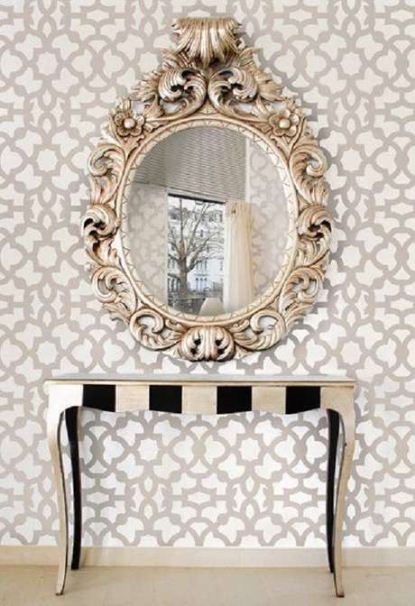 27. O espelho provençal é muito utilizado sobre aparadores – Foto: Vanessa Camara