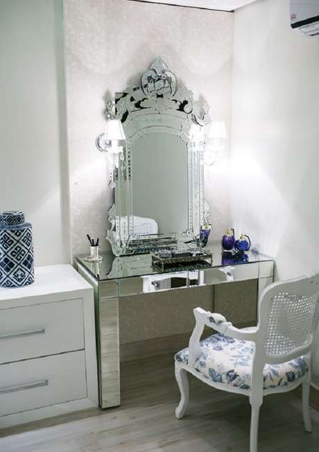 31. O espelho provençal também combina com a decoração de ambientes modernos – Foto: Pinterest