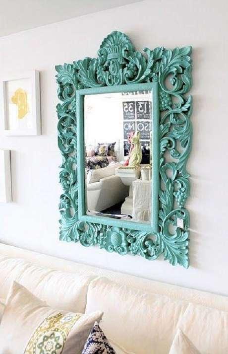 48. Invista no espelho moldura provençal colorida para ambientes modernos – Foto: Casa e Festa