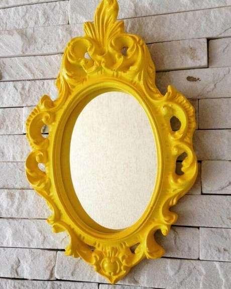 10. Quer fugir do tradicional? Invista em um espelho com moldura provençal colorida – Foto: Mara Rocha Decoração