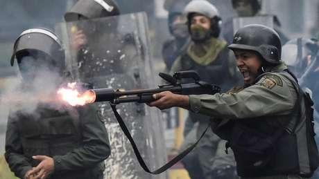 As forças de segurança do Estado venezuelano reprimiram os protestos que tomaram o país em 2014 e 2017