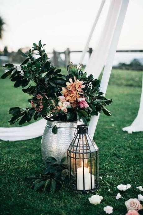 16. Os detalhes podem fazer toda a diferença na decoração de casamento simples ao ar livre – Foto: Party with Lenzo