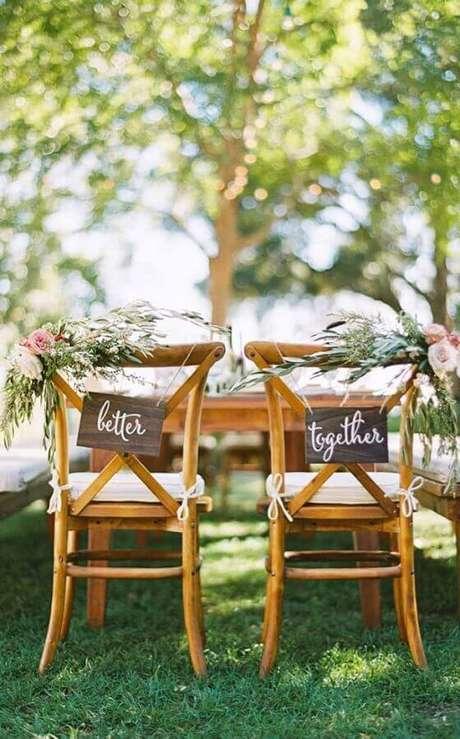20. A cadeira dos noivos merecem uma decoração especial – Foto: Pinterest