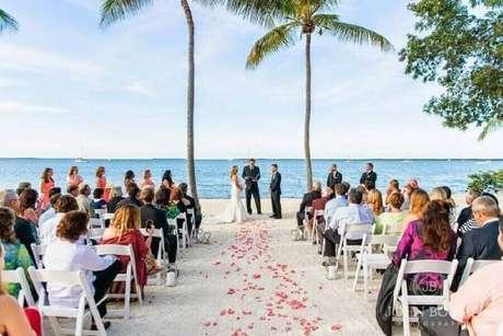 9. O casamento ar livre simples pode ser burocrático, por isso planeje tudo com antecedência – Foto: Pinosy