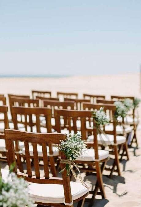 7. Detalhes simples e delicados deixam a cerimônia de casamento ao ar livre muito mais charmosa – Foto: Pinterest