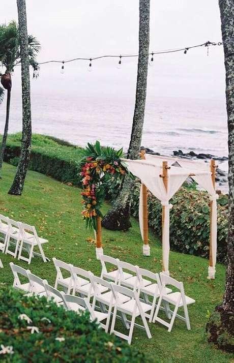 48. O altar para a cerimônia de casamento ao ar livre também precisa ganhar uma decoração charmosa – Foto: Pinterest