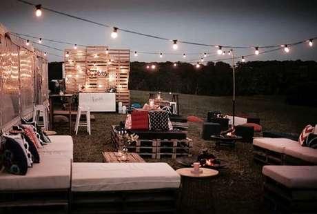 5. É necessário um bom planejamento para a iluminação do casamento ao ar livre a noite – Foto: Pinterest