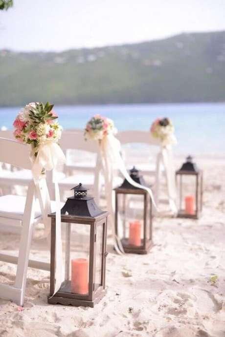 59. Invista em lanternas com velas para um ar aconchegante na decoração de casamento ao ar livre – Foto: Weddbook
