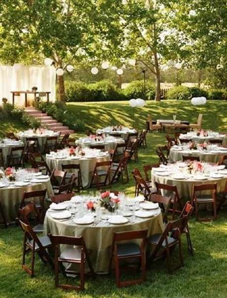 61. Mesas decoradas para festa de casamento ao ar livre no campo – Foto: Mobilize Eventos
