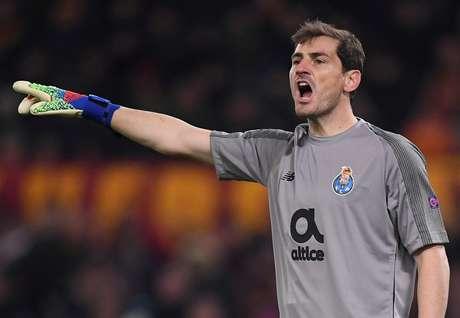Campeão do mundo em 2010, Casillas sofre enfarte e passa por cirurgia em Portugal