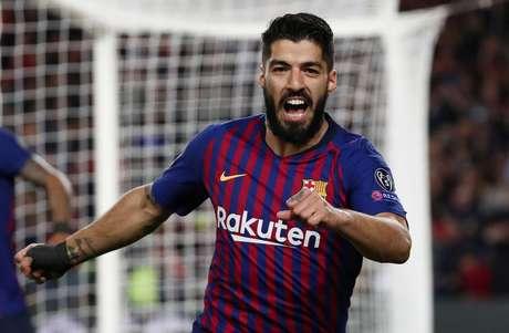 Luis Suarez comemora o primeiro gol do Barcelona contra o Liverpool
