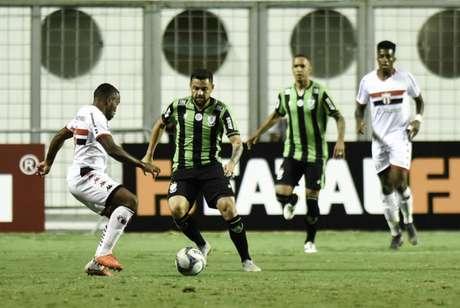 O Coelho fez sua estreia em casa na Série B diante do Botafogo-SP, no dia do seu aniversário de 107 anos- Mourão Panda/América-MG