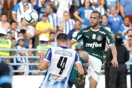 Mayke, do Palmeiras, durante partida contra o CSA, válida pela segunda rodada do Campeonato Brasileiro 2019, realizada no Estádio Rei Pelé, Maceió (AL), nesta quarta- feira (1º).