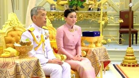 Em 2014, Vajiralongkorn nomeou Suthida Tidjai, uma ex-comissária de bordo, vice-comandante de sua guarda pessoal