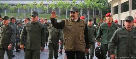 Maduro participa de ato em base militar ao lado do alto comando das Forças Armadas