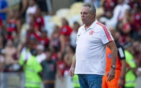 Abel Braga no comando do Flamengo: são 15 vitórias, cinco empates e quatro derrotas (Foto: Celso Pupo/Fotoarena)