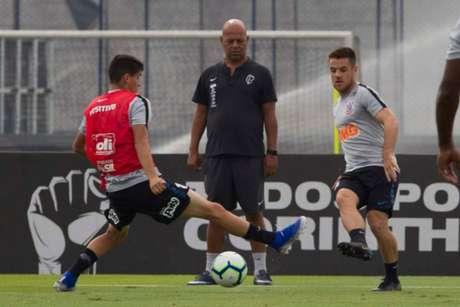 Ramiro, que jogou 45 minutos contra a Chape, treinou com os reservas (Foto: Daniel Augusto Jr./Ag. Corinthians)
