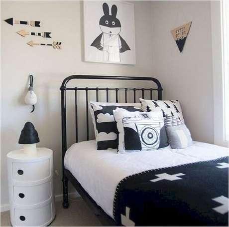58 – Cabeceira vintage complementa a decoração de quarto simples. Fonte Pinterest