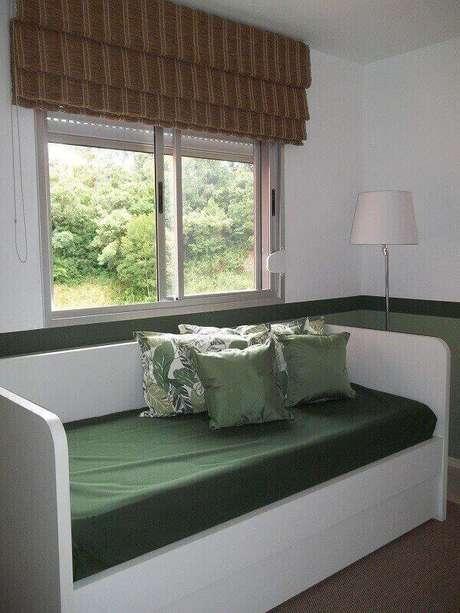 13 – Cama embutida com gavetas compõem a decoração do quarto simples. Projeto de Letícia Almeida