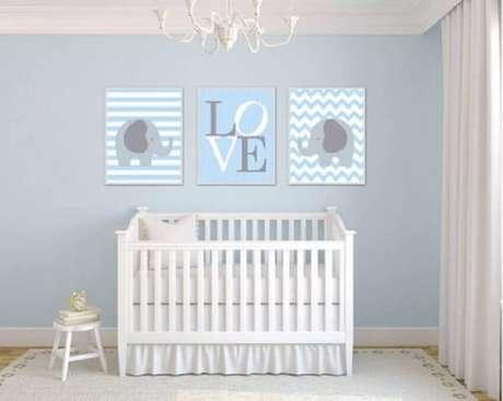 14 – Decoração de quarto simples de bebê em tons azul e branco. Fonte: Etsy