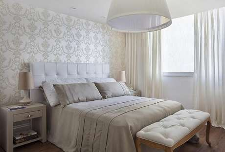 18 – Decoração de quarto simples de casal em tons neutros. Projeto de Sthel Fontenelle Arquitetura