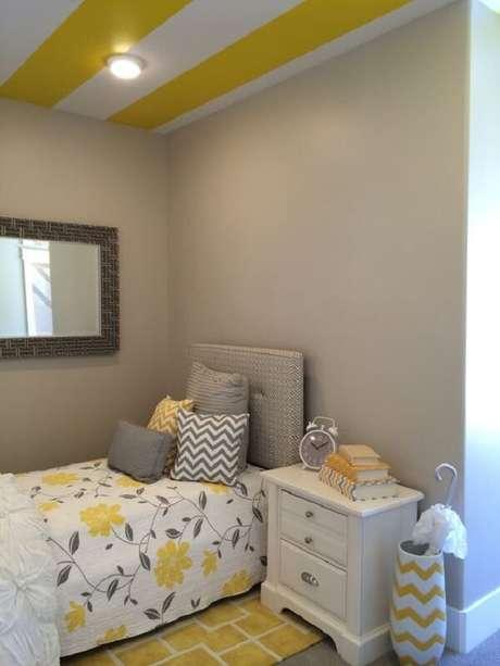 23 – Decoração de quarto simples em tons de amarelo e cinza. Fonte: Pinterest